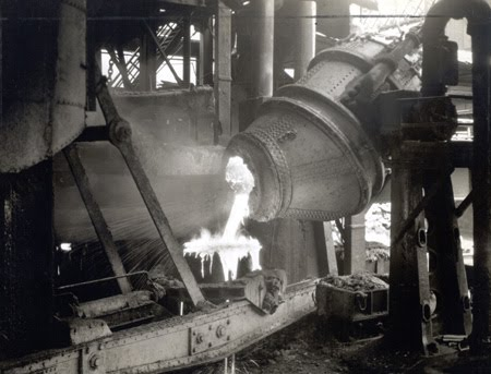 78-57 Pouring into service ladle Bessemer Converter YST 5677.jpg